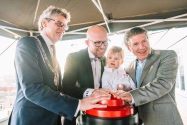 Burgemeester Lucas Bolsius opent nieuw kantoor Optimo